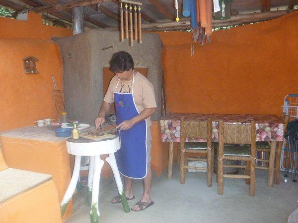 Yuri preparando nosso churrasco.