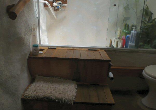 Um dos banheiros, é um local que está ficando diferente. Fizemos uma banheira tipo furô com 4 pontos de hidromassagem.